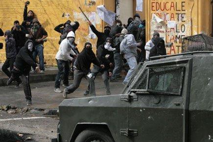 Dix-neuf policiers et 17 civils figurent parmi les... (Photo: AP)