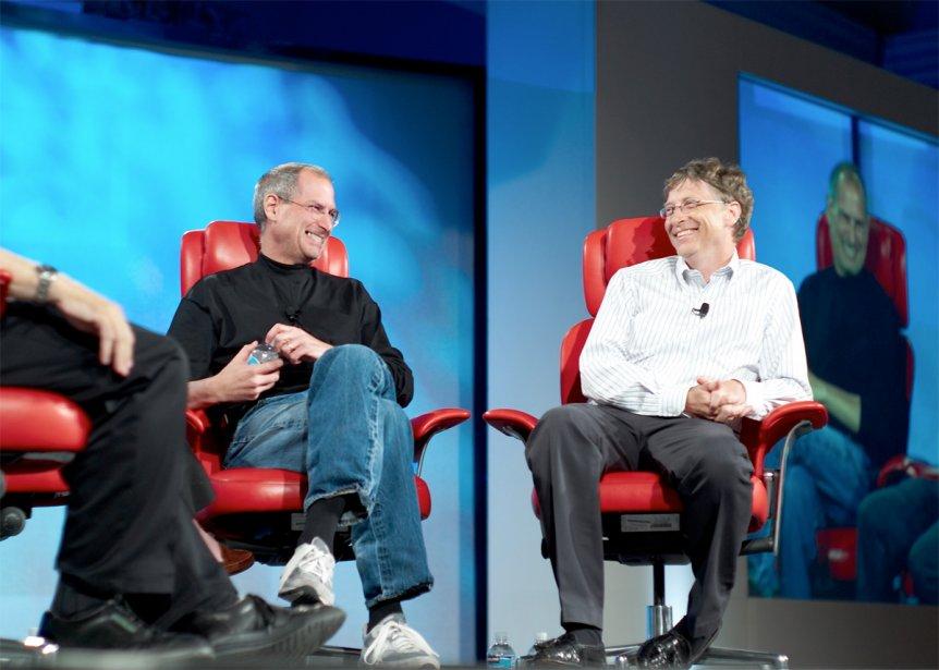 Fait rare: en 2007, Steve Jobs et Bill... (Photo: Wikimedia Commons)