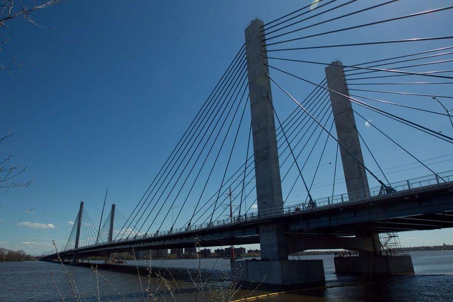 Le nouveau pont de l'autoroute 25.... (Photo: Hugo-Sébastien Aubert, Archives La Presse)