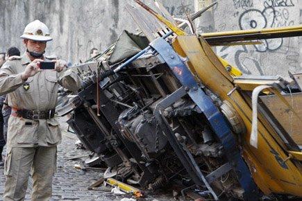 Quatre personnes ont péri sur le coup, et... (Photo: AFP)