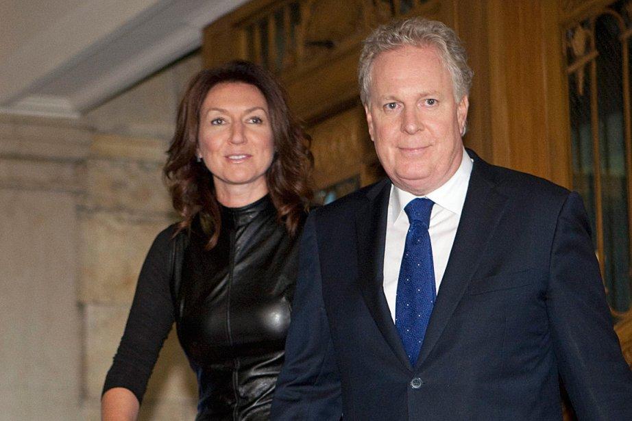 Accompagnée du premier ministre Jean Charest, la ministre... (La Presse Canadienne)
