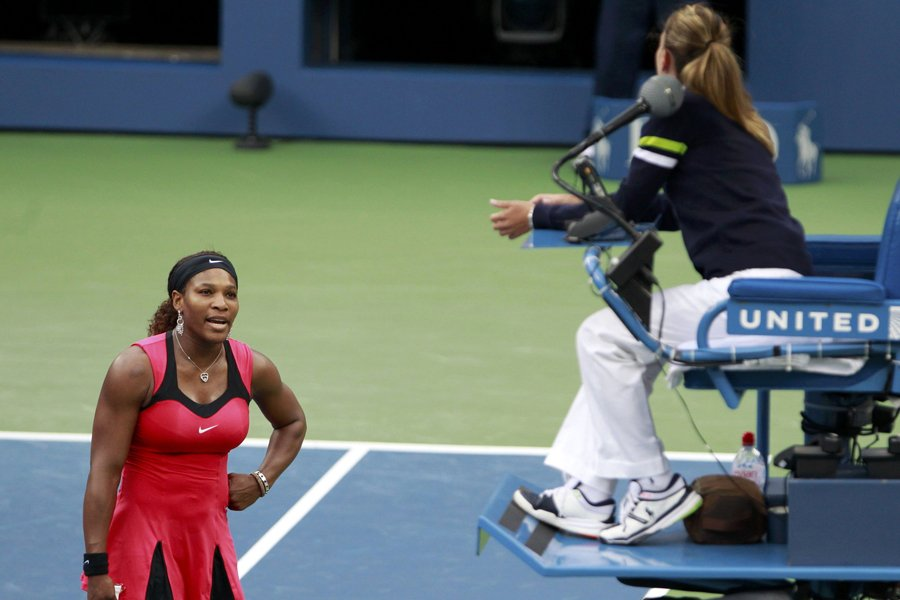 Serena Williams s'en est pris à l'arbitre durant... (Photo: Reuters)
