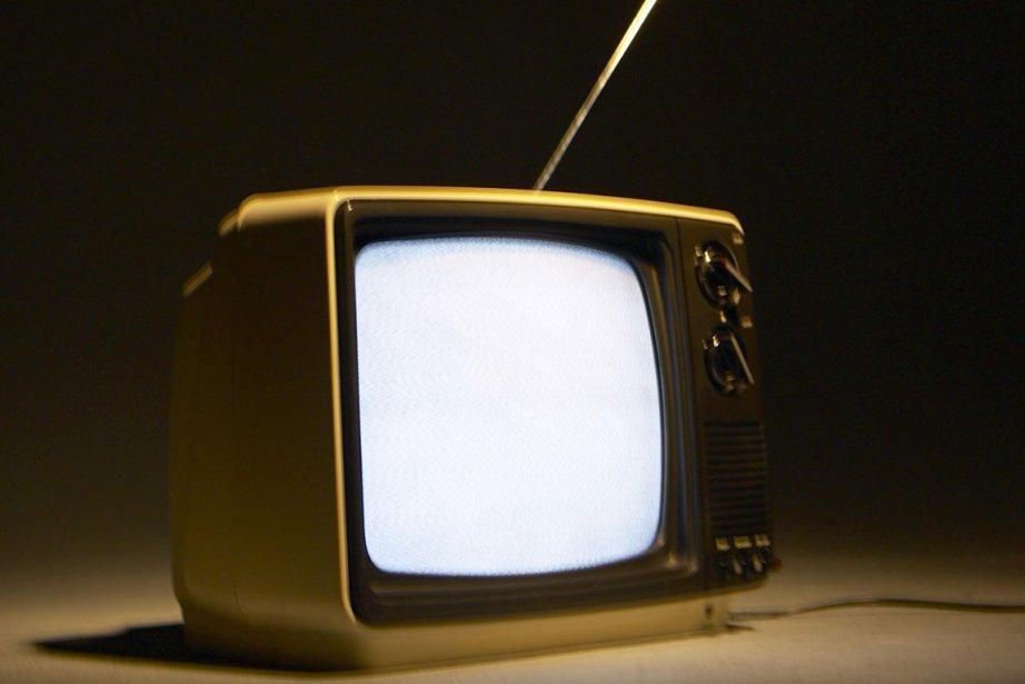 Près de la moitié des Canadiens regardent des émissions ou... (Photo: La Presse)