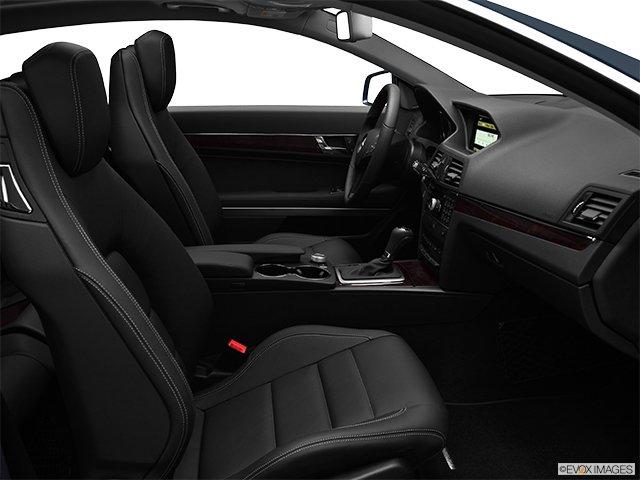 Mercedes-Benz - Classe-E 2011: Le soleil brille pour tout le monde - Coupé 2 portes 3,5 L à traction arrière - Siège du passenger (Evox)