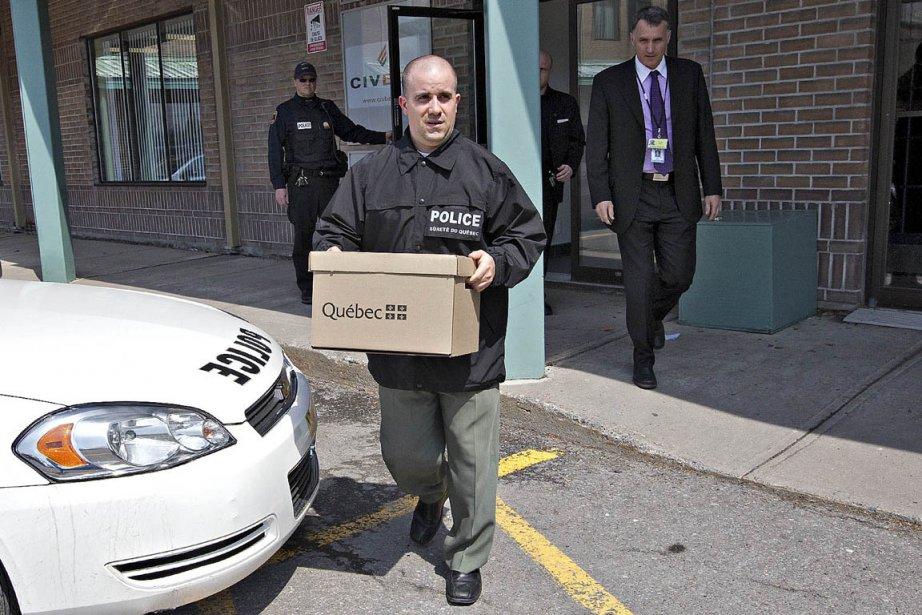Perquisition menée en avril dernier par l'Unité permanente... (Photo: Patrick Sanfaçon, archives La Presse)