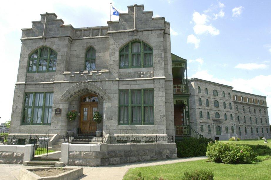 La Maison du  gouverneur, située à l'ombre... (Photo: Alain Roberge, archives La Presse)