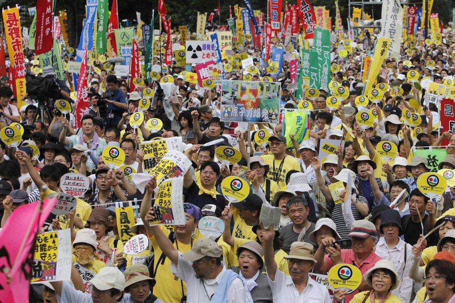 «Arrêt des centrales nucléaires! Plus jamais de Fukushima!»,... (Photo: Reuters)