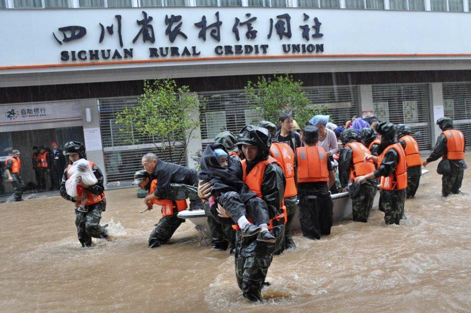 Les pluies diluviennes qui s'abattent sur plusieurs provinces... (Photo: Reuters)
