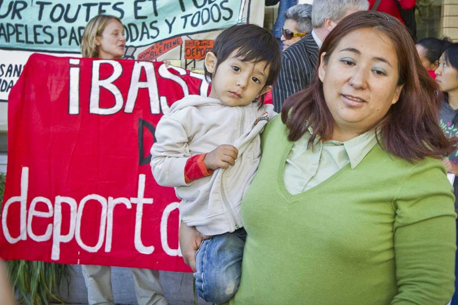 Paola Ortiz et son enfant Kinich Ortiz.... (Photo Olivier Pontbriand, La Presse)