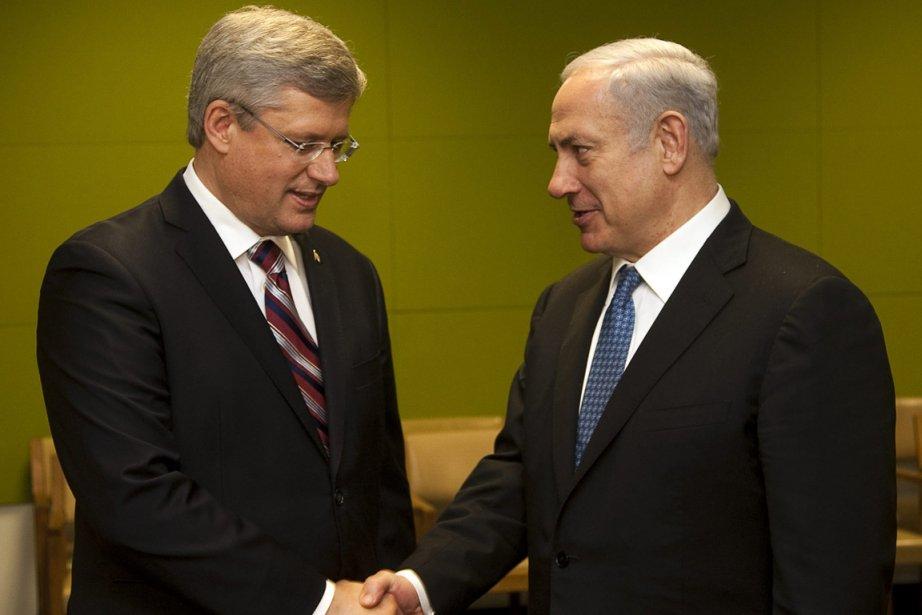 Le premier ministre israélien Benjamin Netanyahou, à droite,... (Photo: Reuters)
