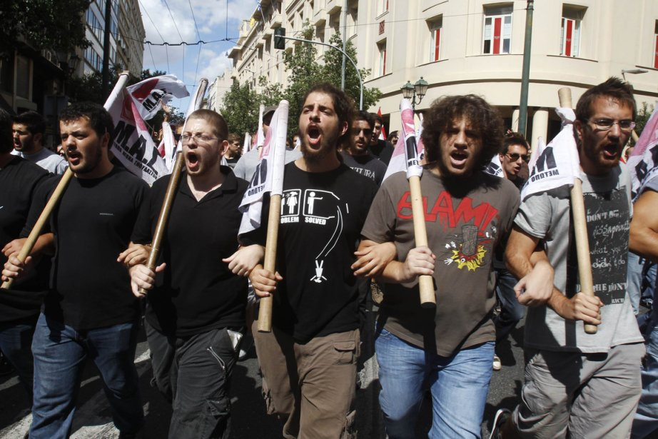 Des étudiants, membres du Parti communiste grec, participent... (Photo: Yannis Behrakis, Reuters)