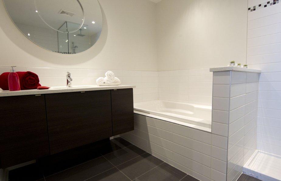 Dans le triangle un quartier prometteur danielle bonneau immobilier - Salle de bain attenante ...