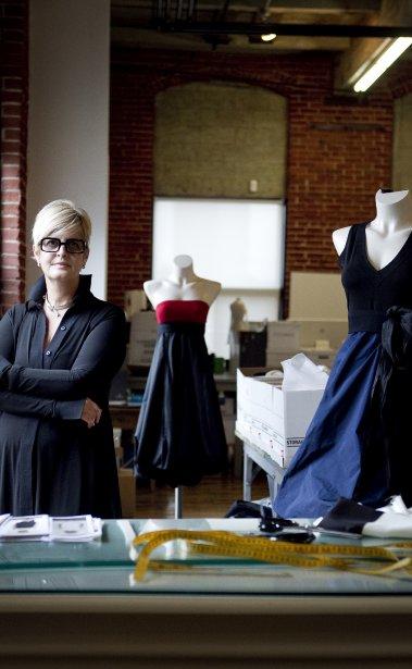 La designer quebecoise Marie Saint Pierre dans son atelier de Montreal. Elle lance une collection de robes chez Reitmans. (Marco Campanozzi, La Presse)