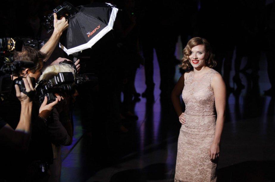 L'actrice Scarlett Johansson pose pour les photographes avant... (Photo: Antonio Calanni, AP)
