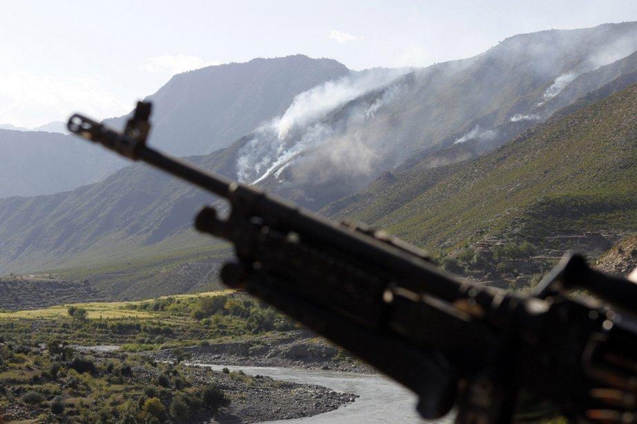De la fumée s'élève dans le ciel des... (Photo Erik de Castro, Reuters)