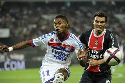 Michel Bastos de Lyon (à gauche) et Marcos... (Photo: AFP)