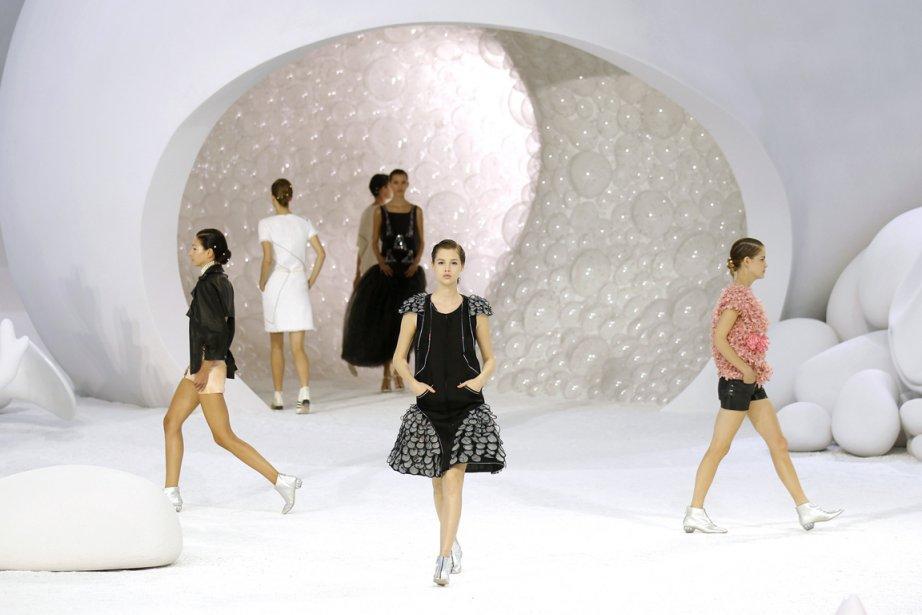 Dominé par le spectacle Chanel au Grand Palais, le huitième jour de la  Semaine...