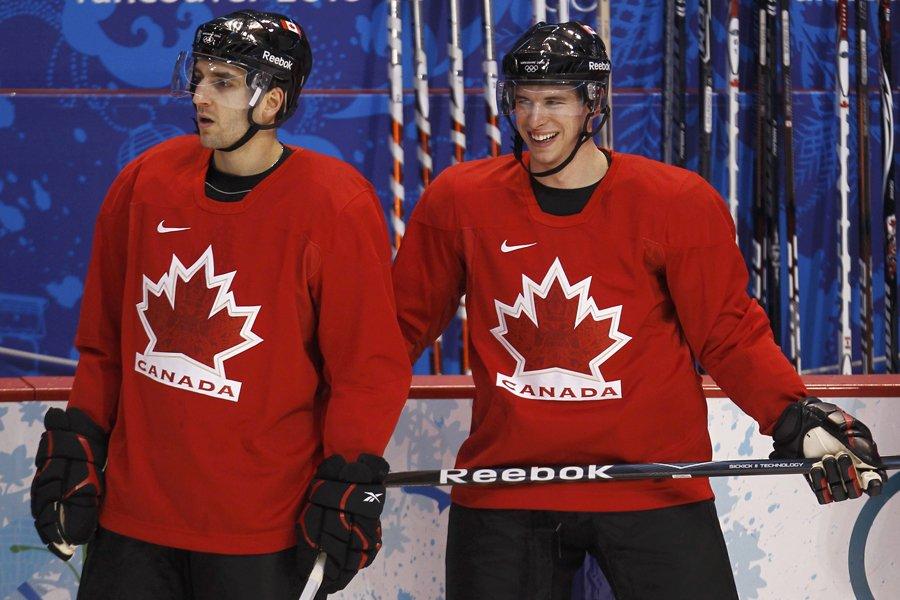 Un des grands amis de Sidney Crosby, Patrice... (Photo: Reuters)