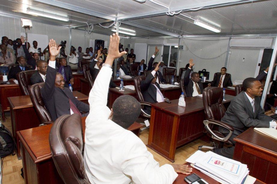 Quelque 17 sénateurs ont voté en faveur de... (Photo: Dieu Nalio Chery, AP)