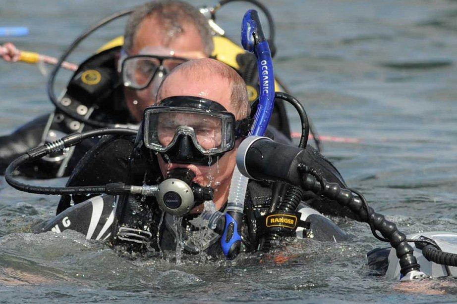 Vladimir Poutine a plongé sur un site archéologique... (Photo: Alexei Druzhinin, AFP)