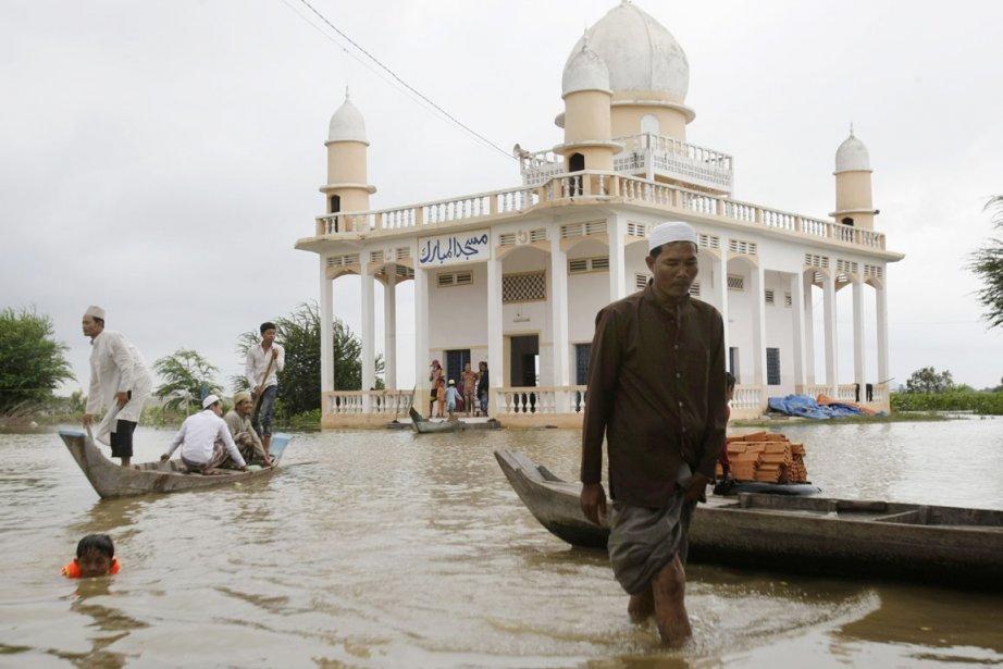 Les pires inondations subies par le Cambodge depuis... (Photo: Heng Sinith, AP)