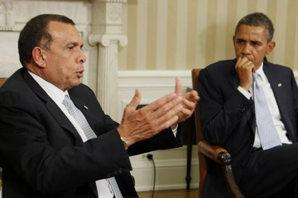 Barack Obama et son homologue de l'Honduras Porfirio... (Photo: Reuters)