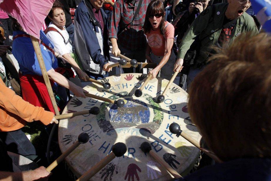 Les manifestants -pacifistes, écologistes, anciens combattants venus de... (Photo: Molly Riley, Reuters)