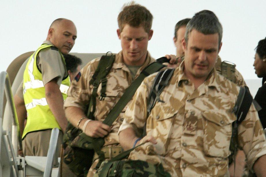 Le prince Harry (au centre) lors de son... (Photo: Sarah Candito, AFP)