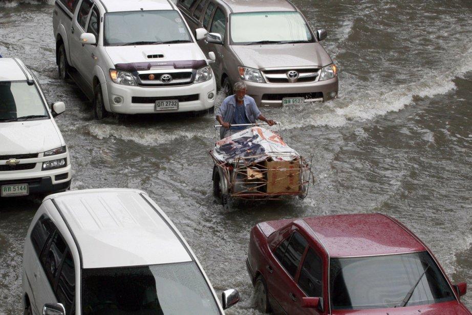 Depuis la fin juillet, les inondations ont coupé... (Photo: AP)
