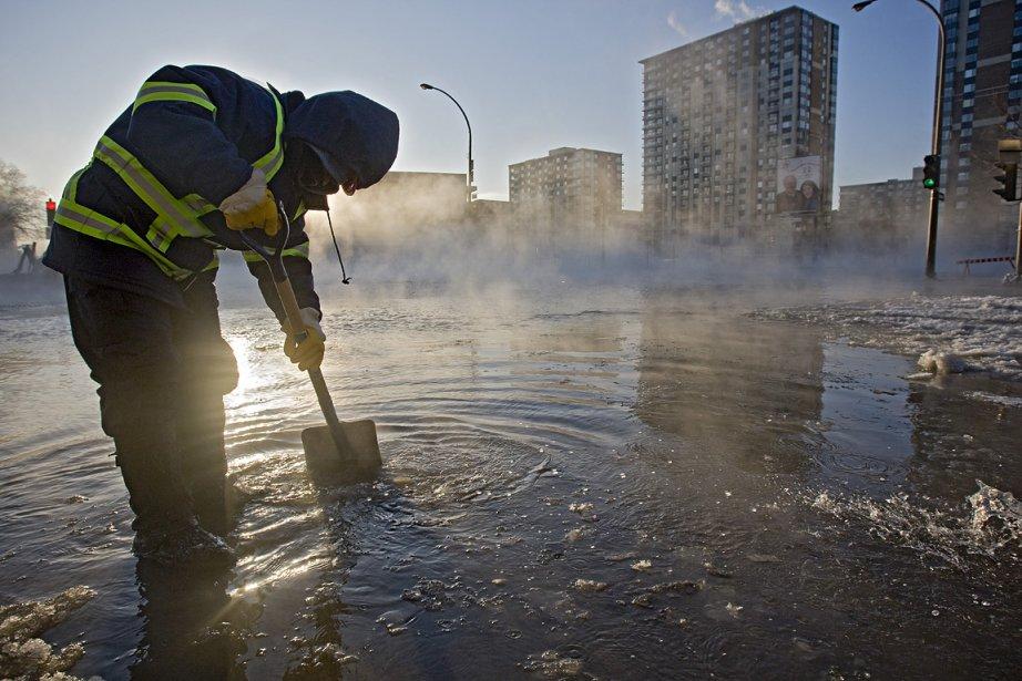 Bris d'une conduite d'eau à Montréal, en 2008.... (Photo: Patrick Sanfaçon, archives La Presse)