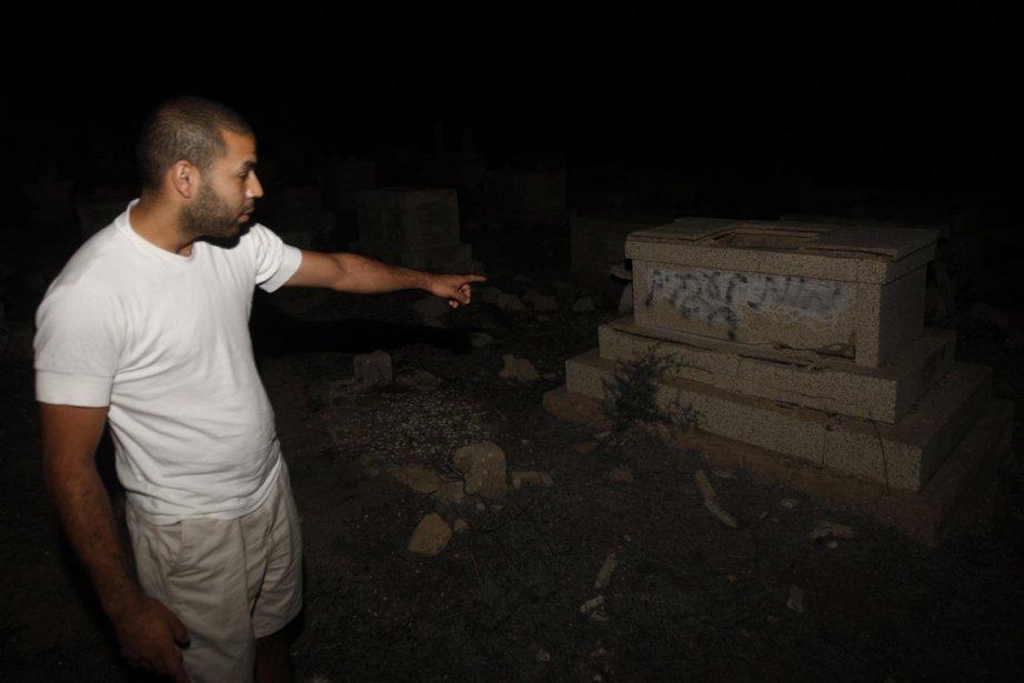 Les vandales ont écrit «Mort aux Arabes» et... (Photo: AFP)