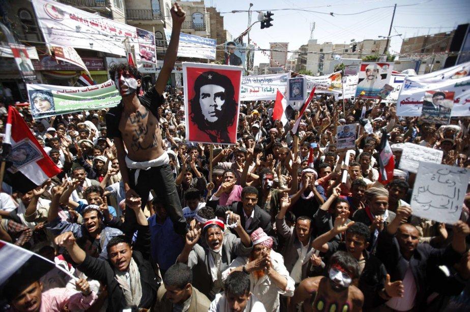 Des manisfestants contre le régime du président Ali... (Photo: Khaled Abdullah, Reuters)