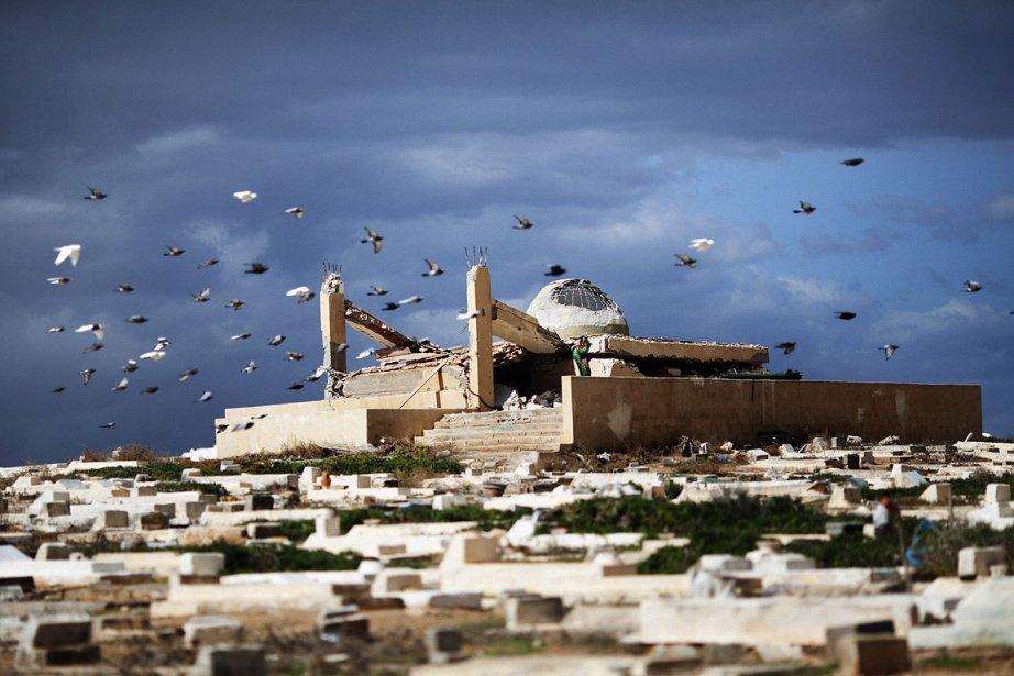 Plus de 200 hommes ont saccagé une mosquée... (Photo: AFP)