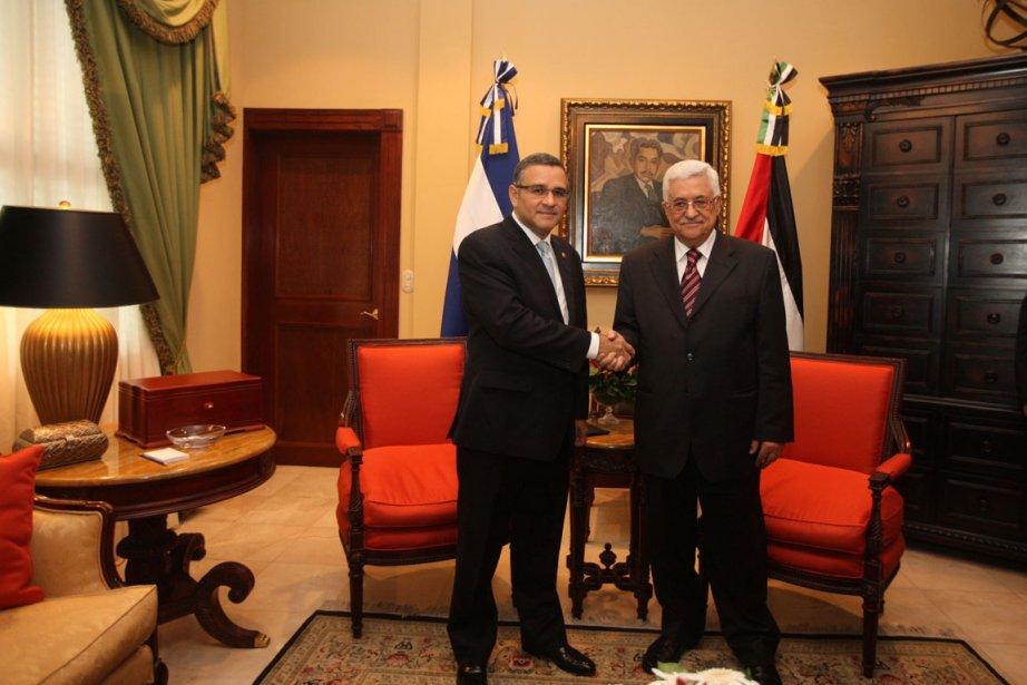 Dimanche, le président de l'Autorité palestinienne, en tournée... (Photo Reuters)