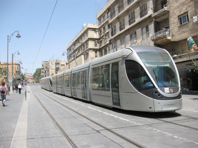 Le nouveau tramway de Jérusalem lors d'une sortie... (Photo extraite Google)