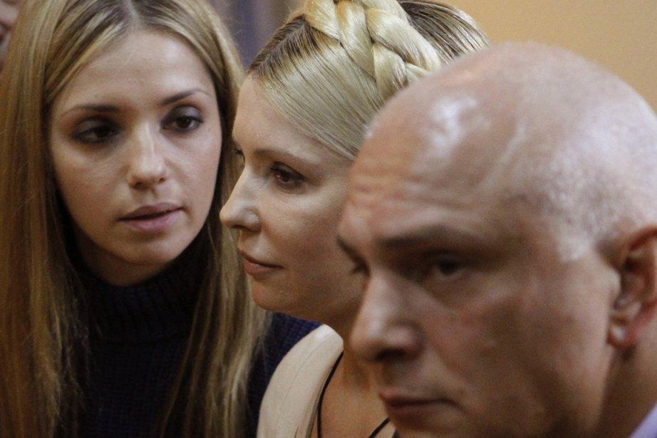 L'ex-première ministre ukrainienne Ioulia Timochenko entourée de sa... (Photo: AFP)