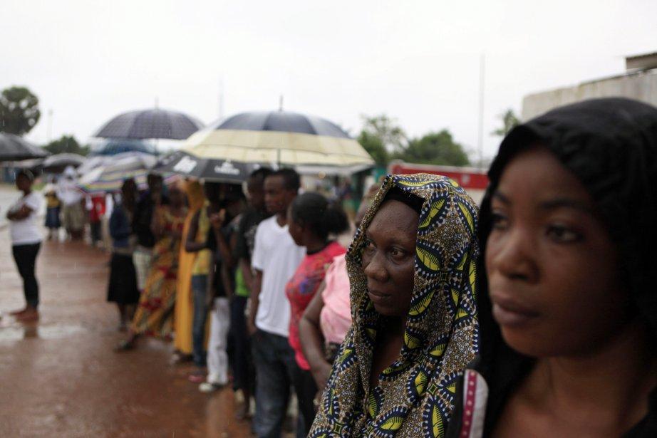 Les nombreux observateurs internationaux qui ont surveillé les... (Photo: AFP)
