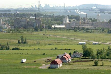 Une vue aérienne d'une ferme dans la région... (Photo: Martin Tremblay, archives La Presse)