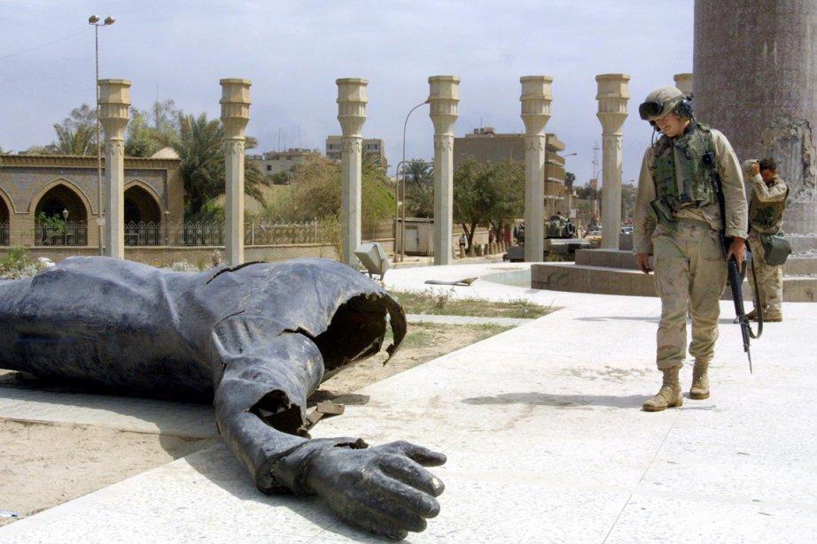 Une statue en bronze de Saddam Hussein a... (Photo: Archives AFP)