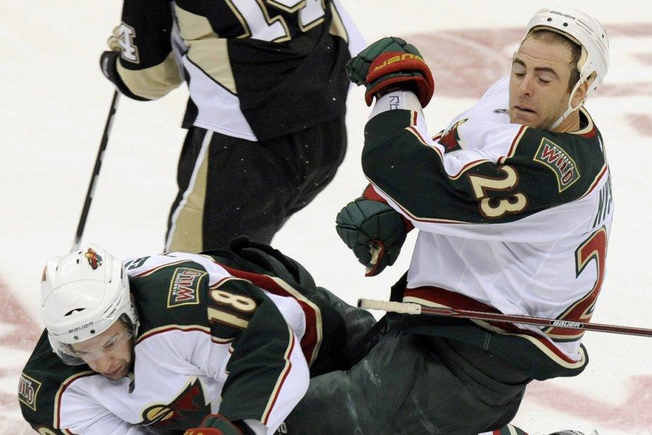 Les joueurs du Wild du Minnesota Colton Gillies... (Photo: AP)