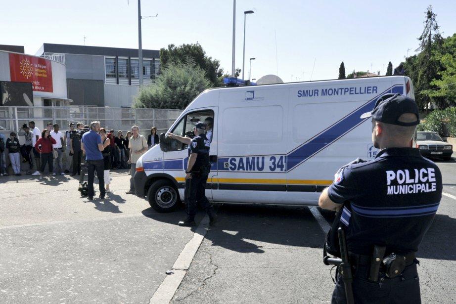 Des policiers de Béziers arrivent au lycée Jean... (Photo: Boris Horvat, AFP)