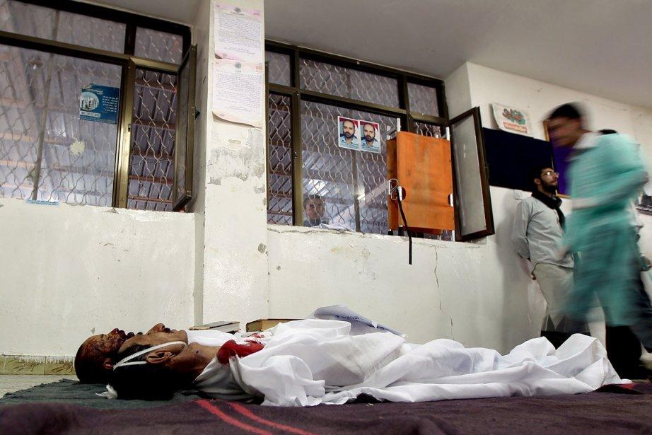 Dimanche, des dizaines de milliers de Yéménites, toujours... (Photo: AFP)