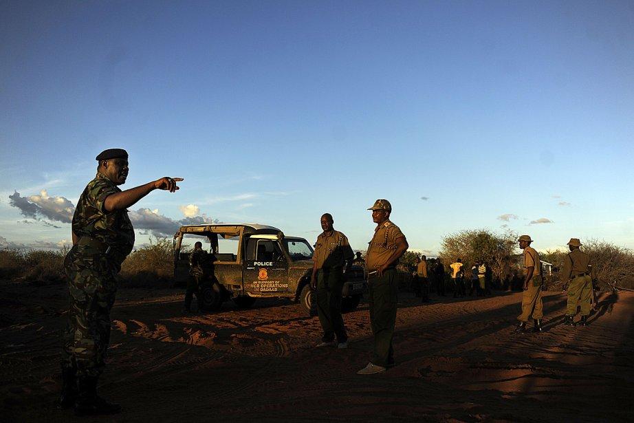 Des soldats du Kenya recherchent deux employées espagnoles... (Photo: AFP)