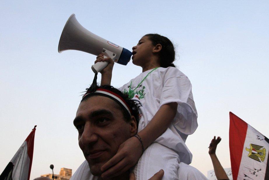 Une fillette crie des slogans contre le président... (Photo Jamal Saidi, Reuters)