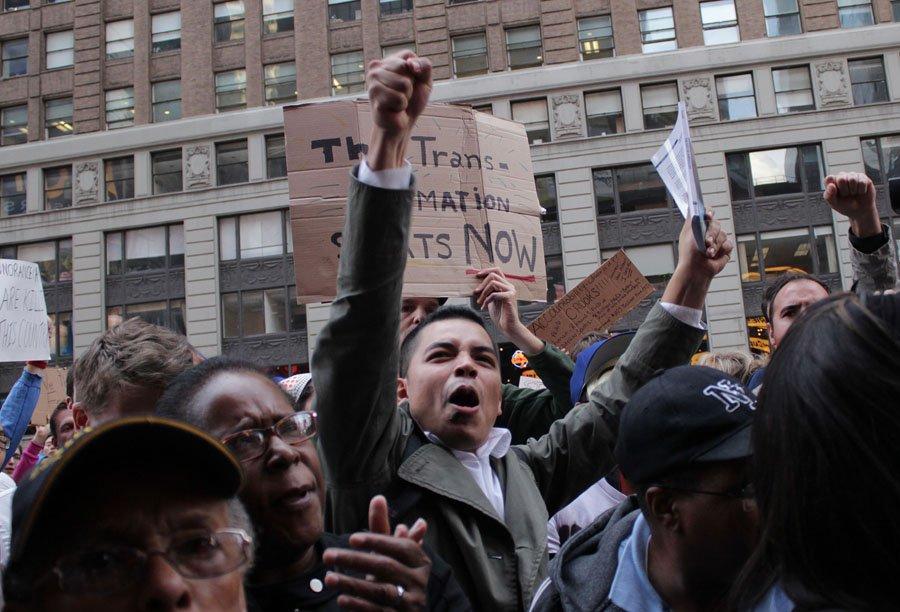 Plusieurs milliers de personnes manifestaient en plein coeur... (Étienne Ranger, LeDroit)