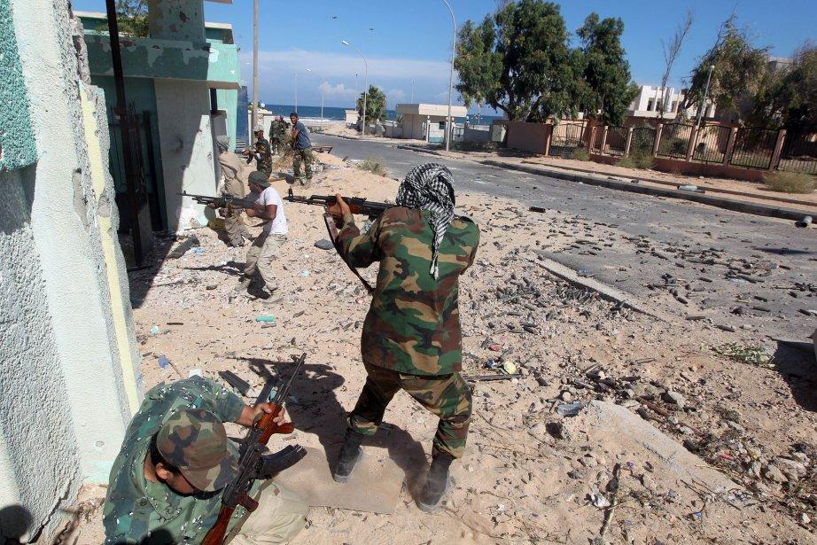 Les combats se poursuivent à Syrte.... (Photos: Reuters et AFP)