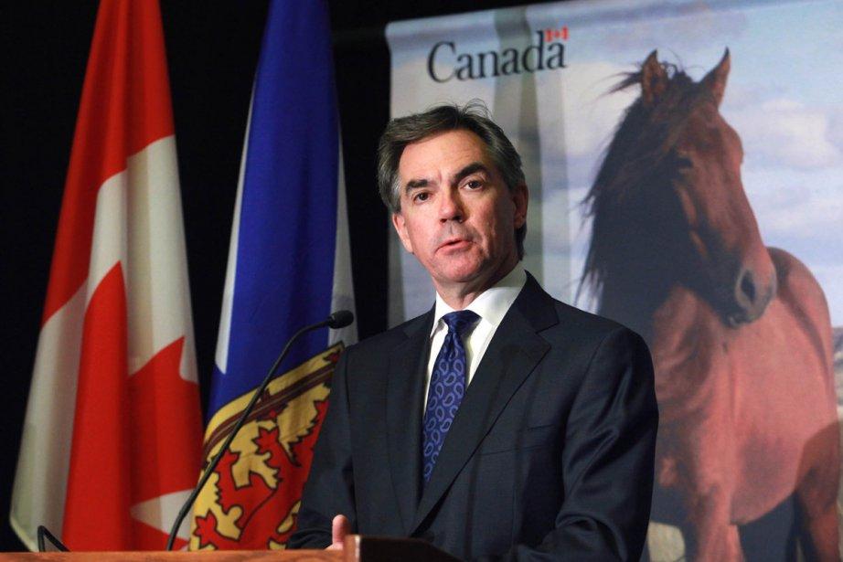 Le ministre fédéral de l'environnement, Jim Prentice.... (Photo: La Presse Canadienne)