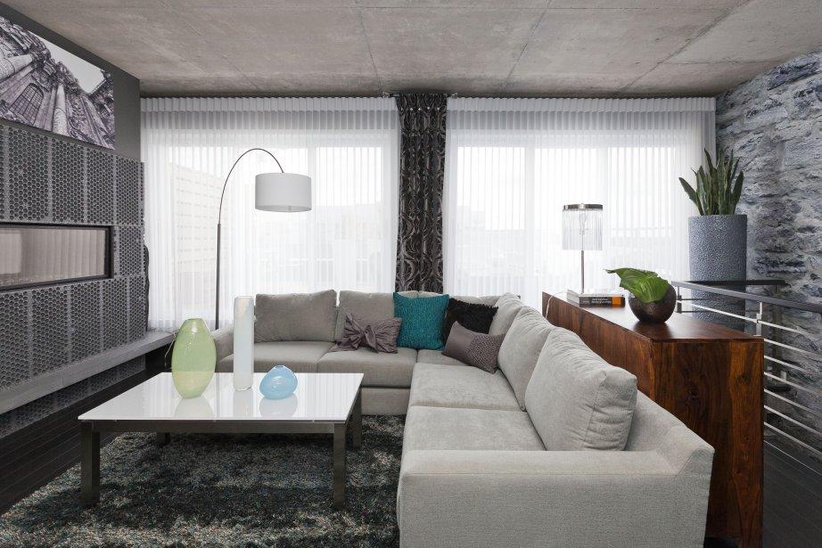 Penthouse de r ve au dix30 danielle bonneau maisons de for Store pour salon