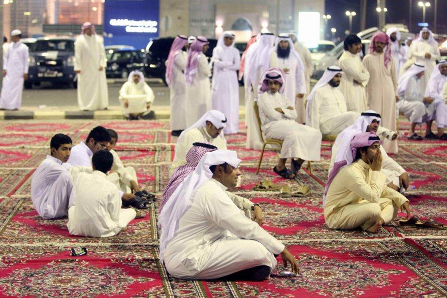 Des Koweïtis ont fait un sit-in, le 10... (Photo: AFP)