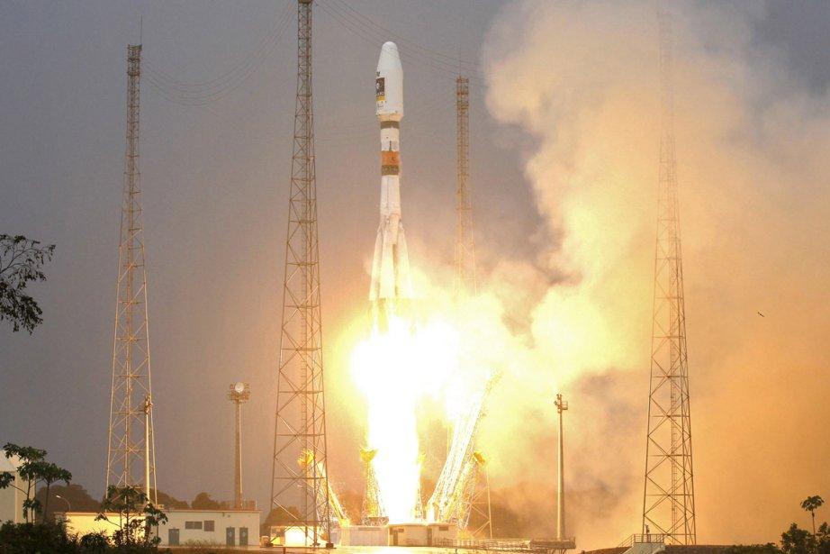 Une fusée russe Soyouz a mis en orbite... (Photo: Benoit Tessier, Reuters)